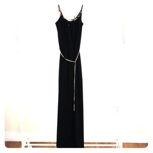 Dresses & Skirts - NWT Gorgeous Floor Length Slimming Dress